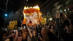 la-na-trump-protests-photos-012